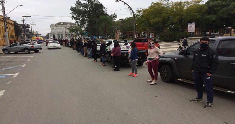 Profissionais do setor de eventos de São Gabriel realizaram manifestação em busca de apoio da comunidade para retomar atividades – Web Notícias Alegrete